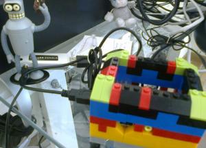 Raspberry pi en una caja de piezas de construcción