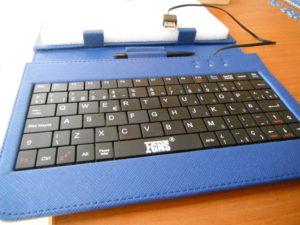 Funda genérica de tablet con teclado USB
